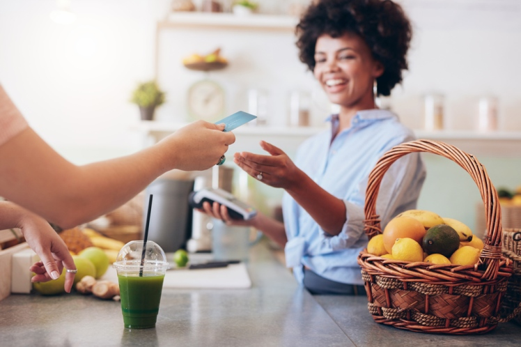 photodune-16637794-juice-bar-owner-taking-payment-from-customer-l